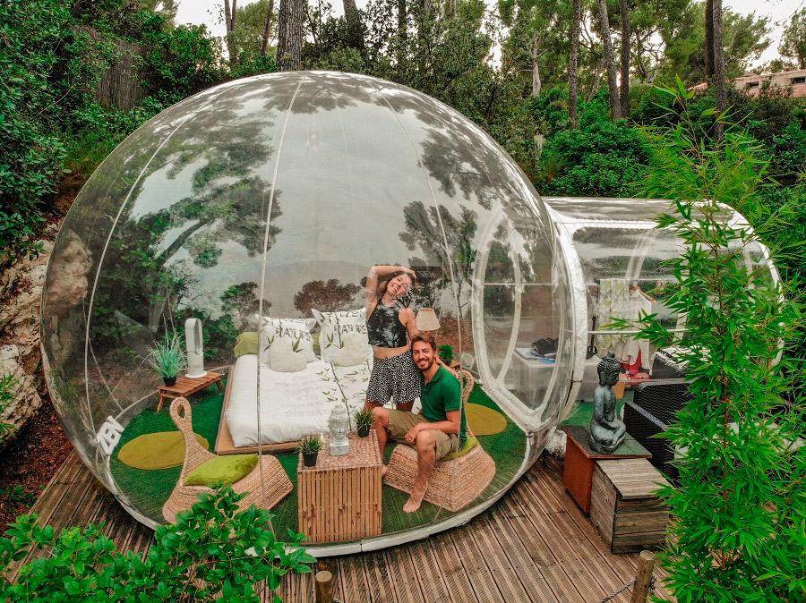 Tận hưởng sự lãng mạn bên resort bong bóng Attrap Reves.