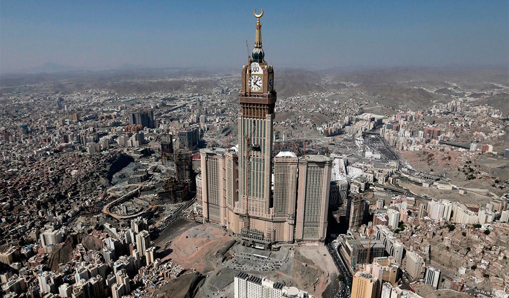 Abraj Al-Bait Clock Tower, tháp đồng hồ khách sạn hoàng gia sang trọng.