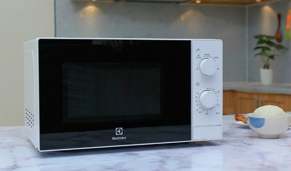 Electrolux EMM2022MW, chiếc lò vi sóng chuyên dụng, đáng mua.
