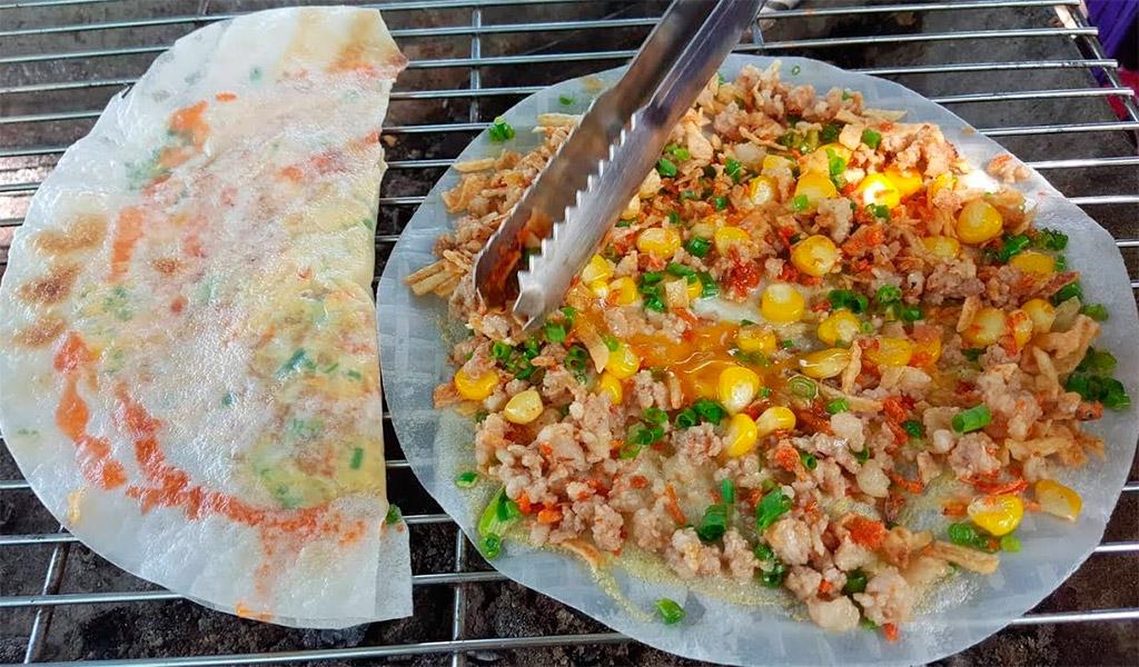 Bánh tráng nướng, món ăn vặt không thể bỏ qua khi đến với Đà Lạt