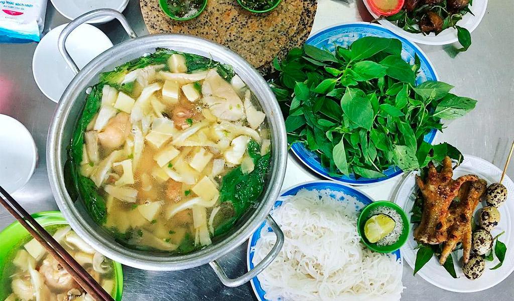 Lẩu gà lá é, món ăn thơm ngon, nổi tiếng tại Đà Lạt