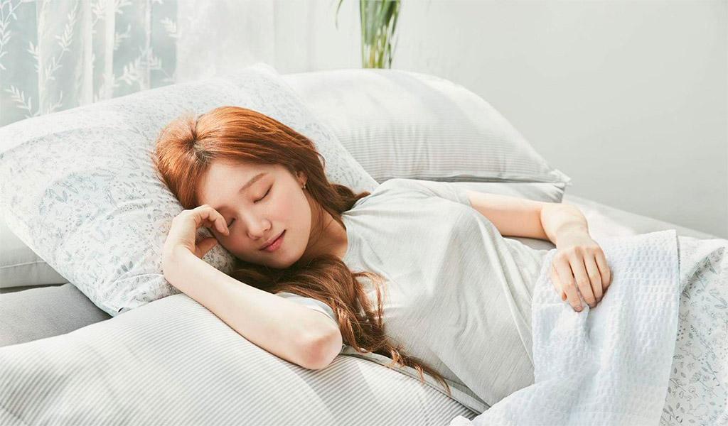 Ngủ đủ giấc là yếu tố bắt buộc cho việc chăm sóc da dầu