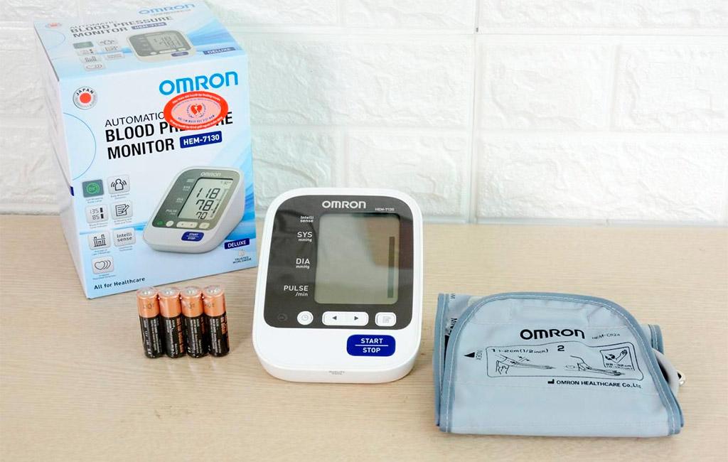 Máy đo huyết áp điện tử Omron 7130