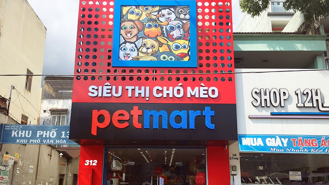 Pet Mart cửa hàng chăm sóc thú cưng chuyên về sức khỏe và làm đẹp