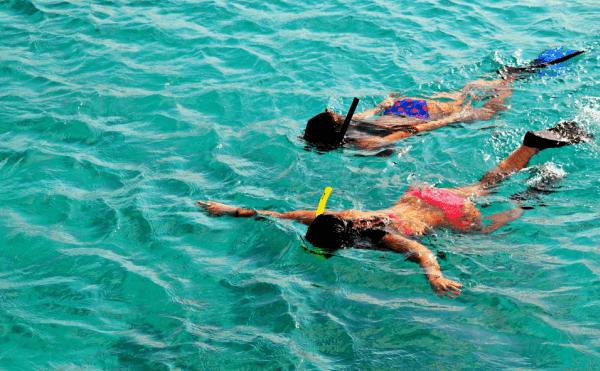 Thả mình giữa dòng biển xanh biếc