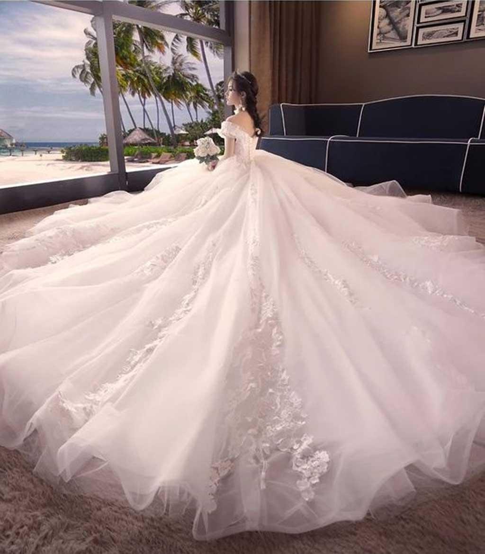 Váy cưới công chúa đuôi dài