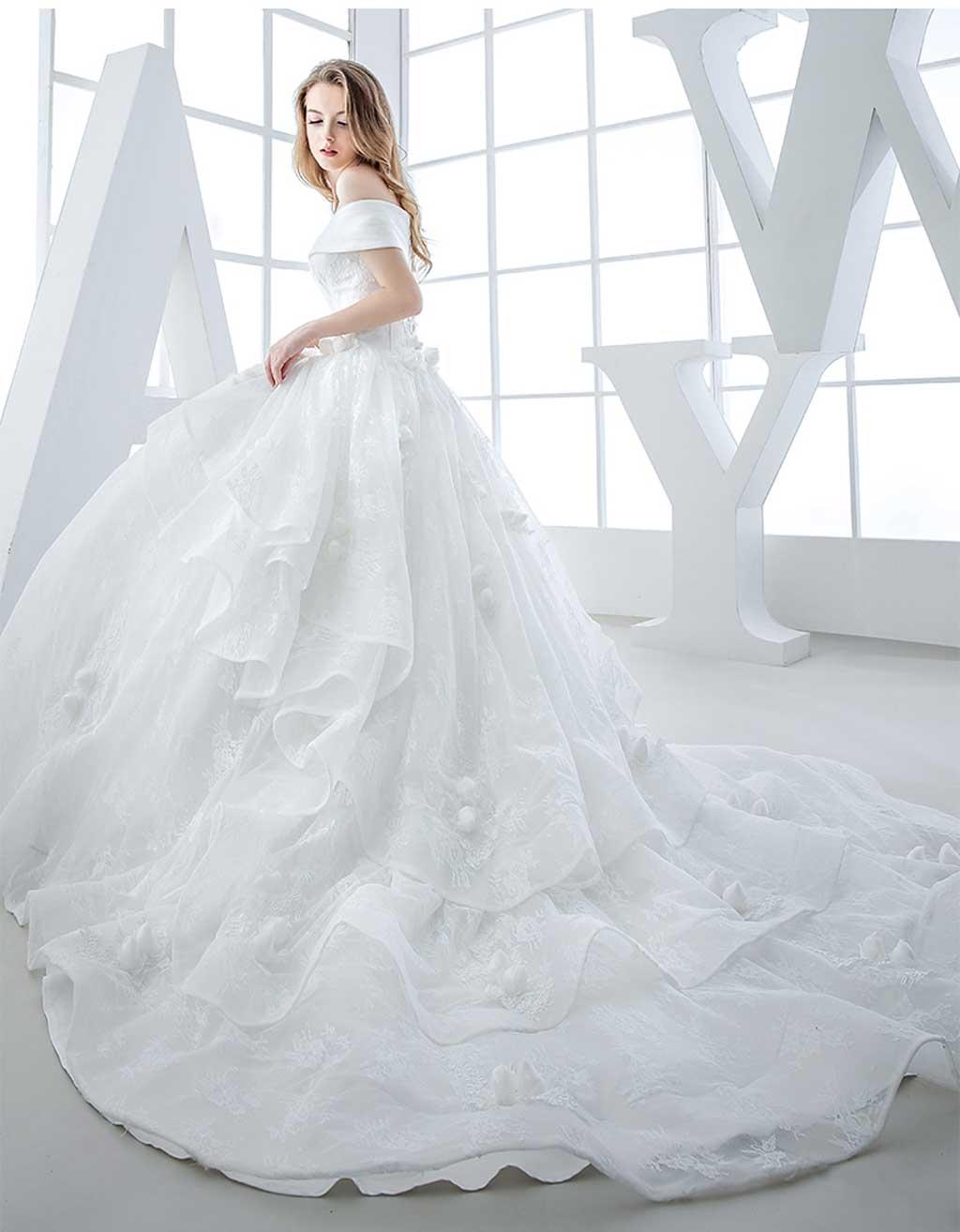 Váy cưới hoa nổi quyến rũ