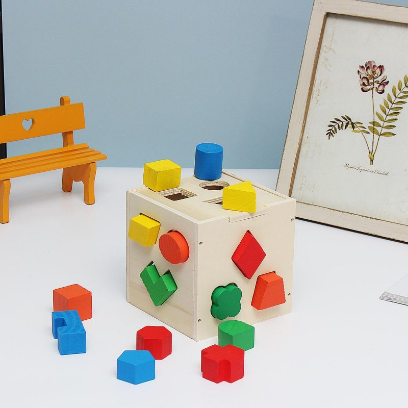 Đồ chơi phân biệt hình khối