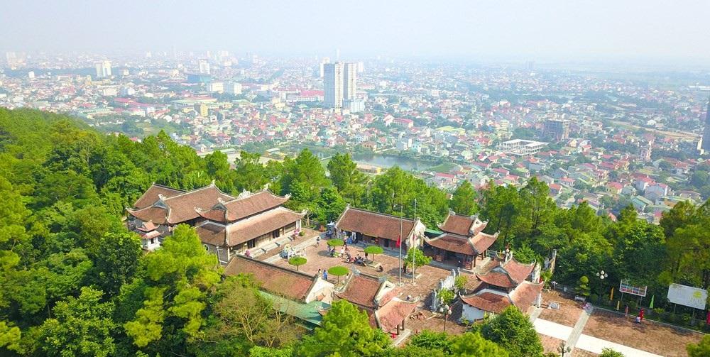 Điểm nhấn du lịch thành phố Vinh: Núi Quyết_ đền thờ vua Quang Trung.