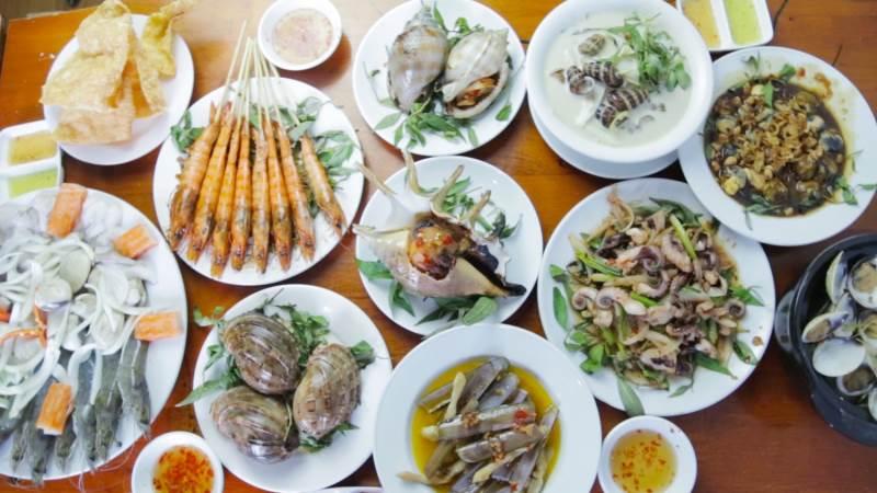 Cách trình bày món ăn bắt mắt, hấp dẫn người ăn.