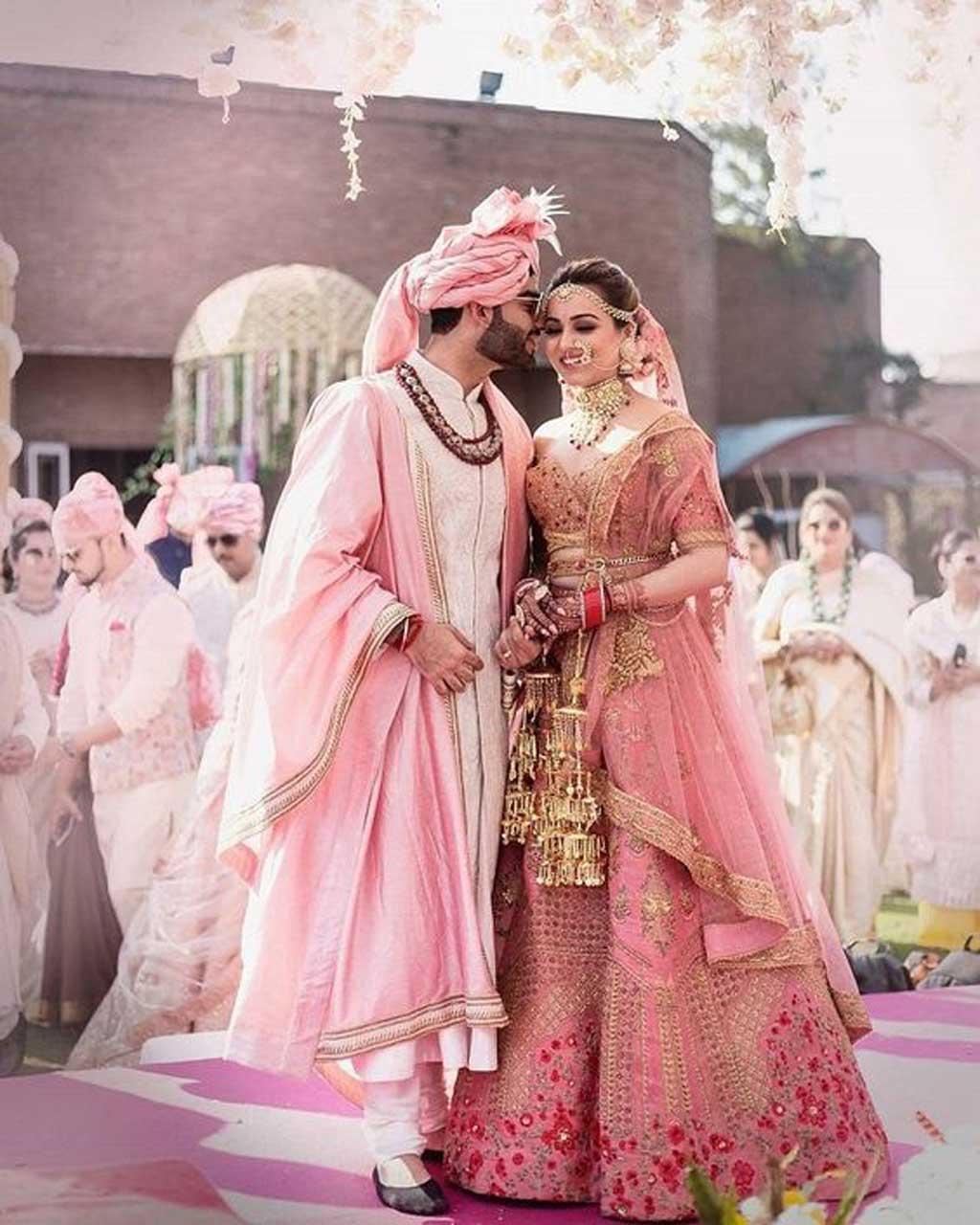 sự tinh tế tạo nên vẻ đẹp từ trang phục cưới truyền thống Ấn Độ.
