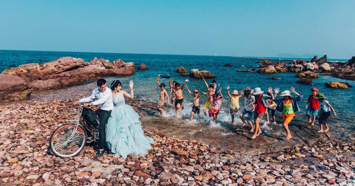 Biển Nghi Thiết là điểm đến lý tưởng cho những cặp đôi chụp ảnh cưới.