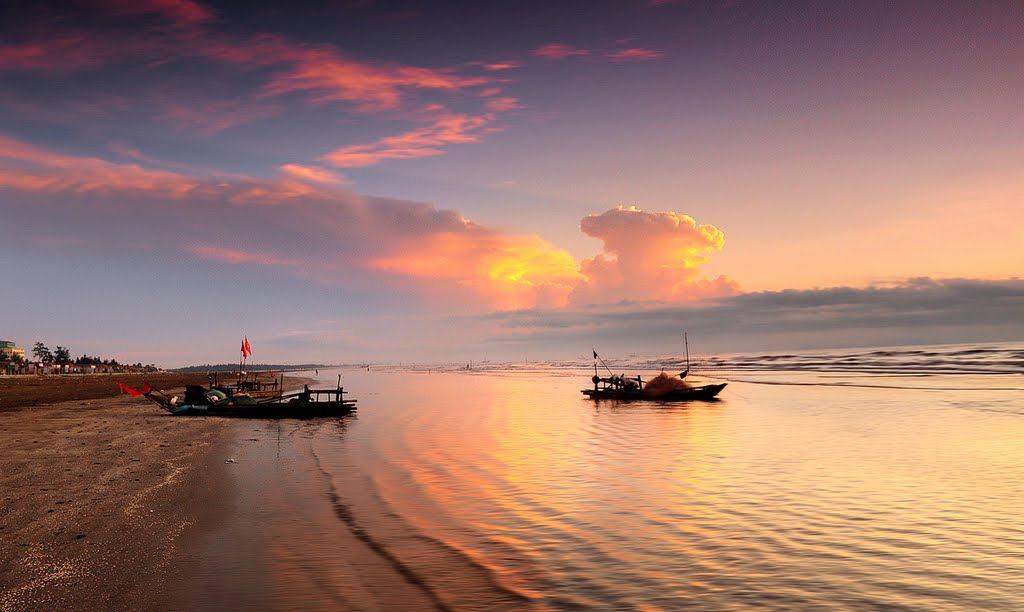 Bãi biển Diễn Thành yên bình lúc bình minh
