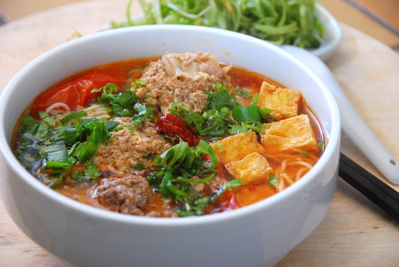 Bún riêu món ăn sáng nổi tiếng tại Hà Nội
