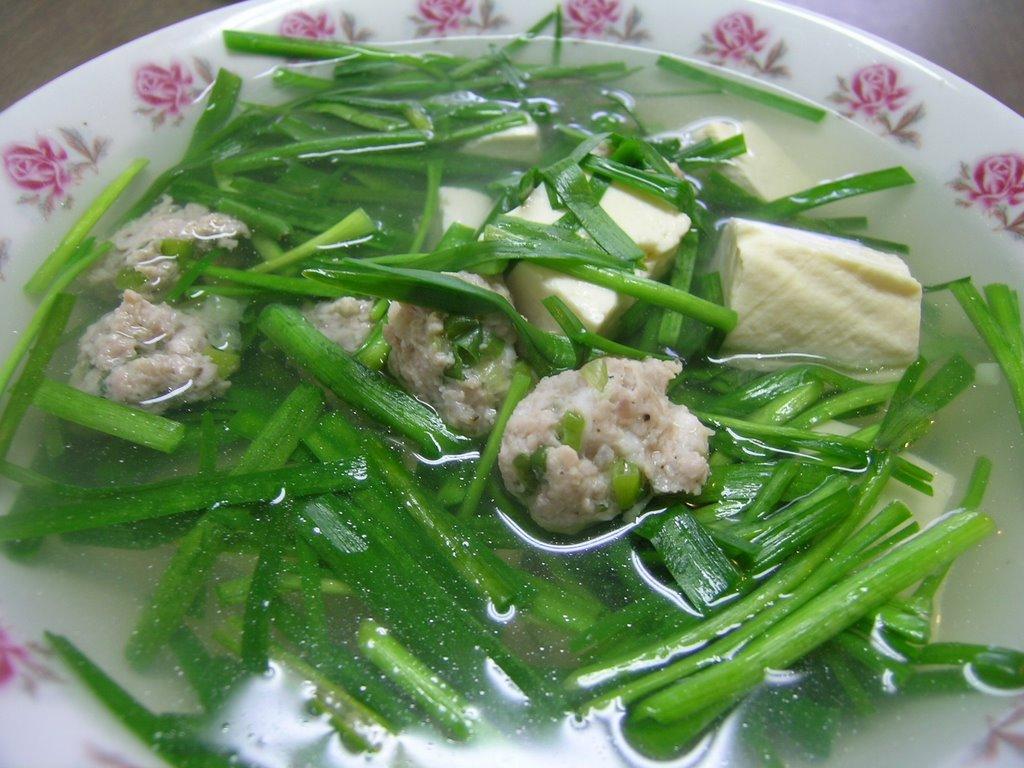 Món ăn thanh mát từ đậu hũ và lá hẹ.