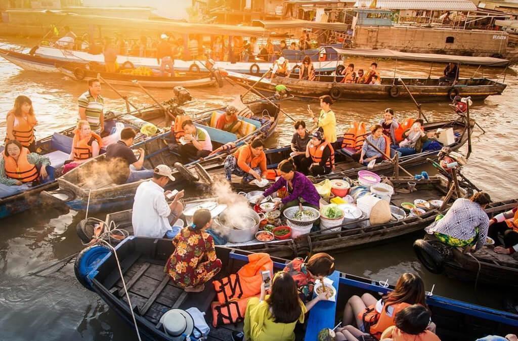 Bạn sẽ được thưởng thức các món ăn ngay trên thuyền tại chợ nổi Cái Răng