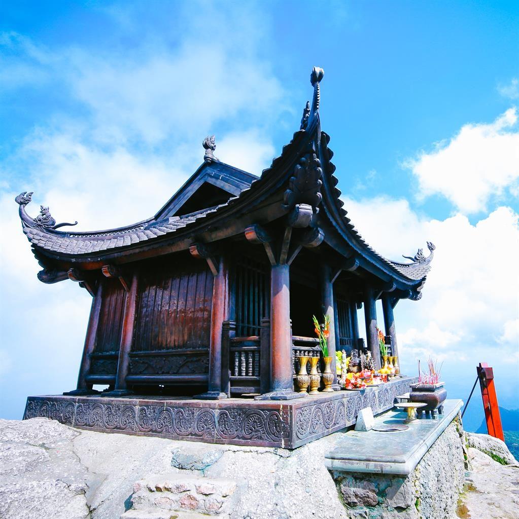 Chùa Yên Tử tại Quảng Ninh luôn thu hút đông đảo khách du lịch