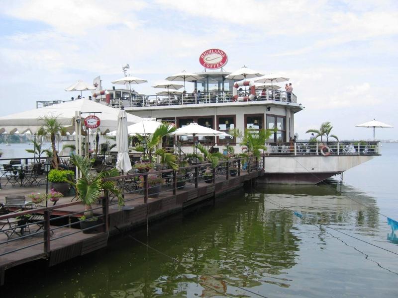 Coffee du thuyền là địa điểm được nhiều bạn trẻ đến check in sống ảo