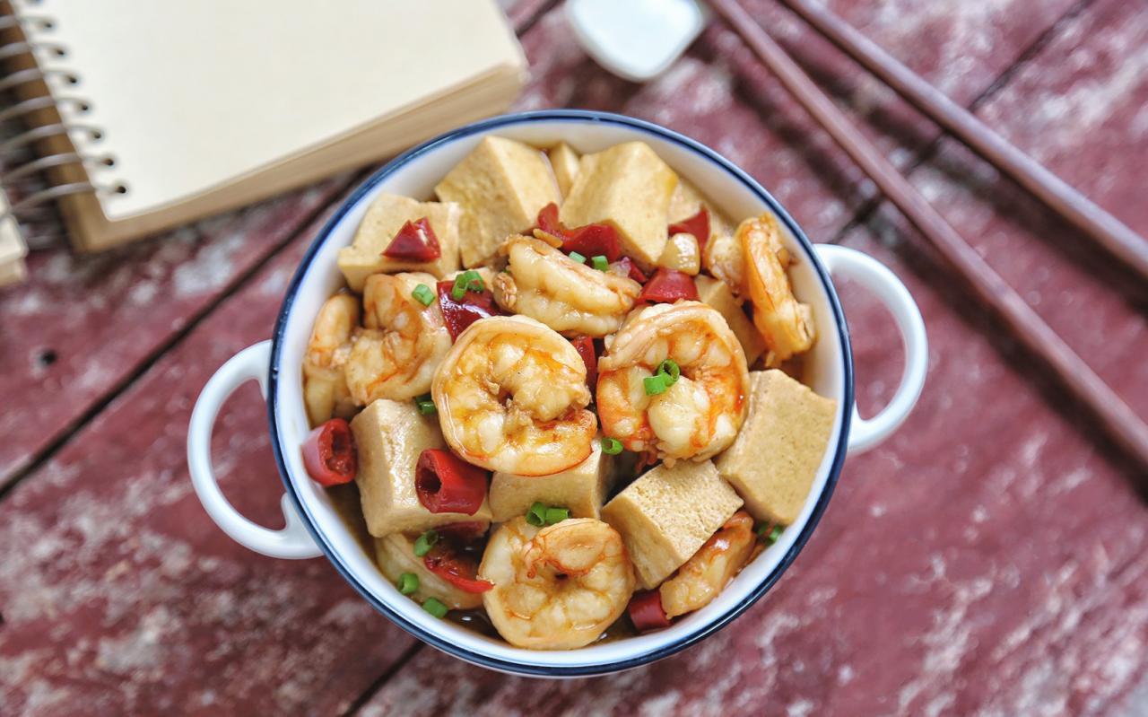 Bữa cơm thêm ngon miệng với đậu phụ rim tôm.
