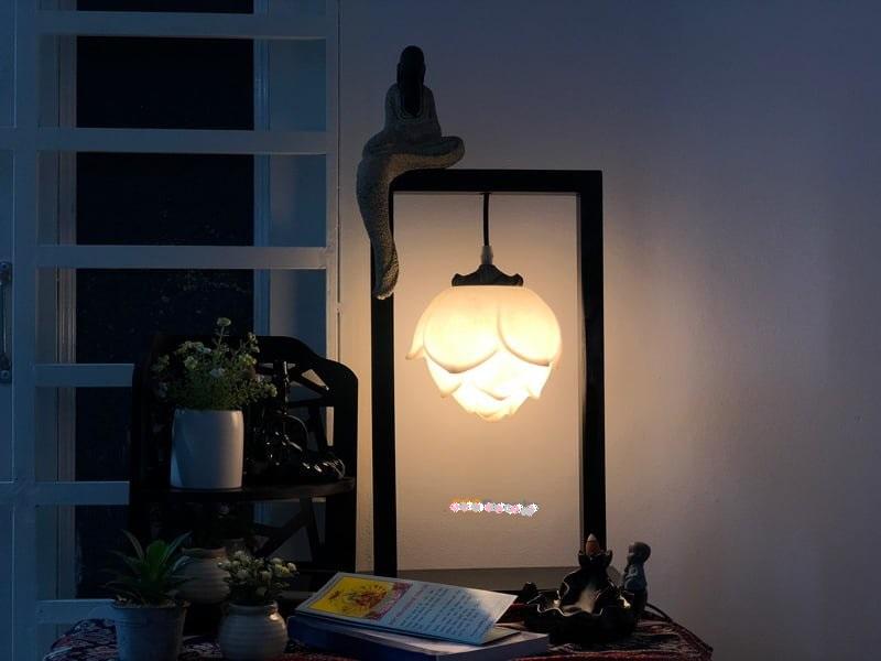 Đèn ngủ hình phật tạo cảm giác bình yên.