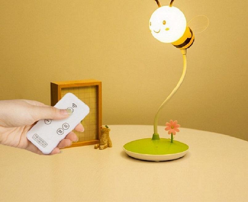 Đèn ngủ để bàn điều khiển từ xa vừa dễ thương lại tiện lợi.
