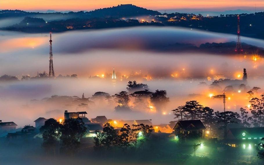 Thành phố Đà Lạt chìm đắm trong biển sương mù