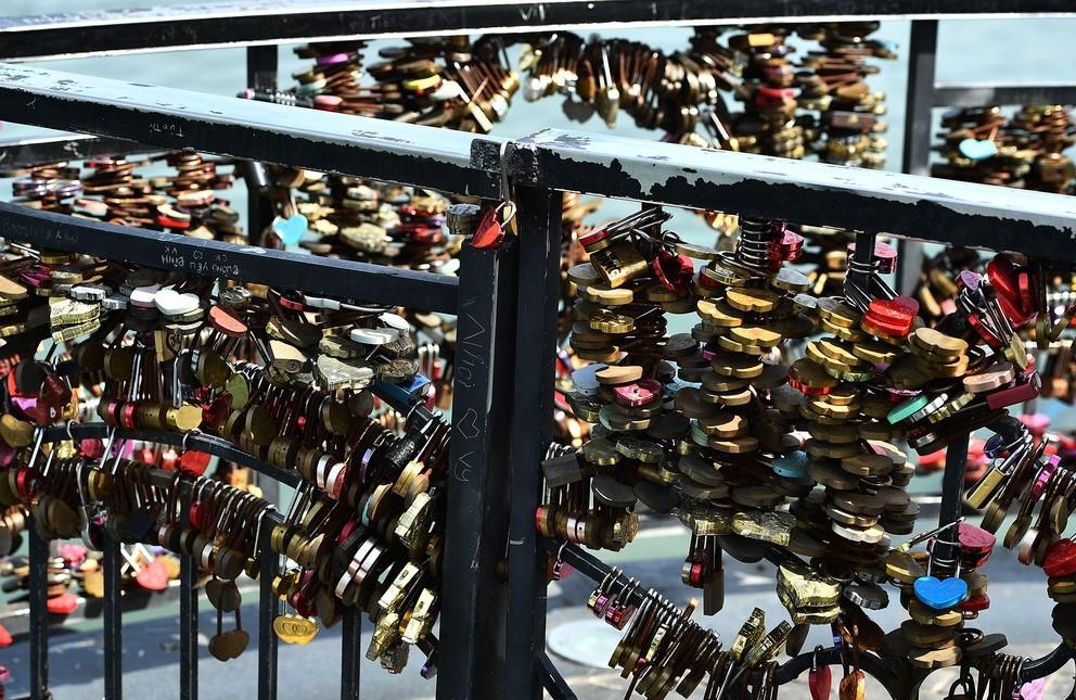 Cây cầu tình yêu tại Đà Nẵng được nhiều cặp đôi ghé thăm khi đi du lịch