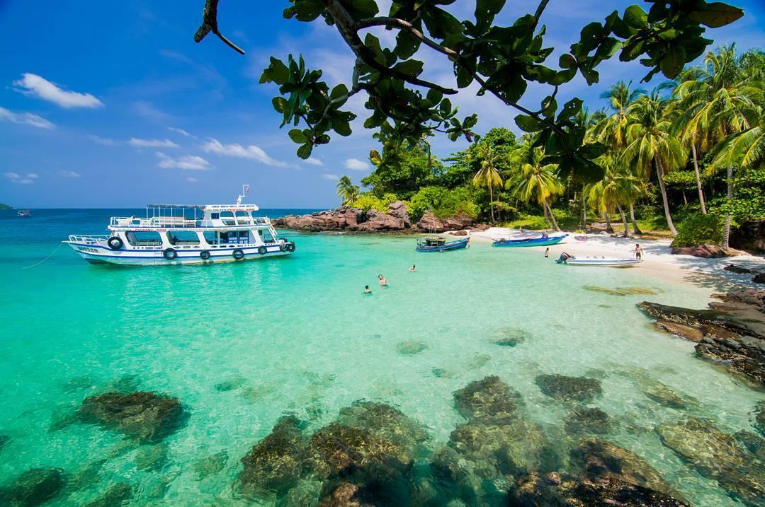 Du lịch đảo Phú Quốc với biển xanh, cát trắng