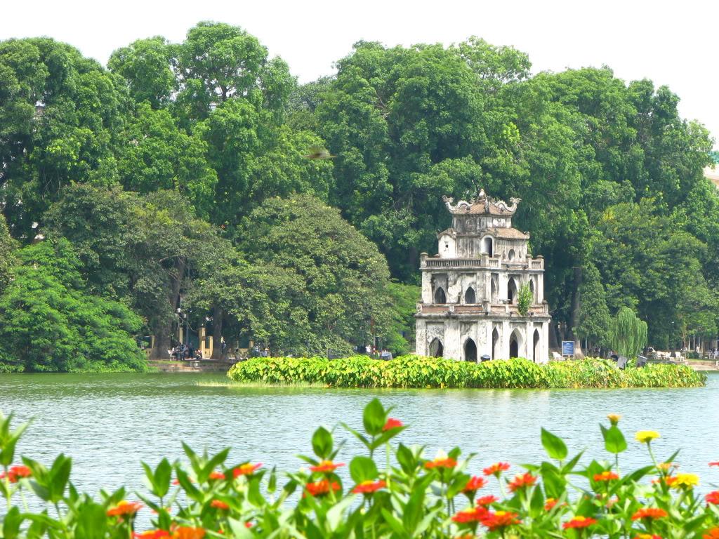 Hồ Gươm - điểm du lịch nổi tiếng tại Hà Nội