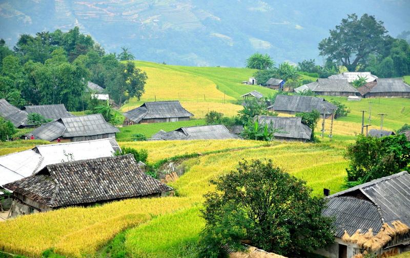Làng dân tộc ở Pù Luông