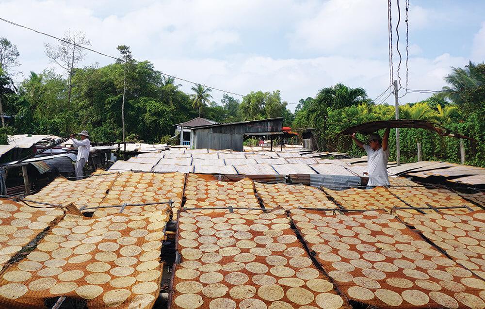 Làng nghề bánh phống Phú Mỹ nổi tiếng với quy mô sản xuất lớn