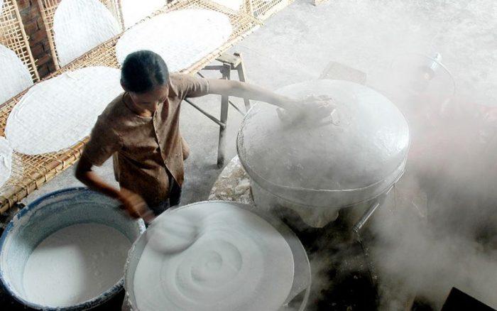 Làng nghề bánh tráng Thuận Hưng được bắt nguồn từ những người phụ nữ