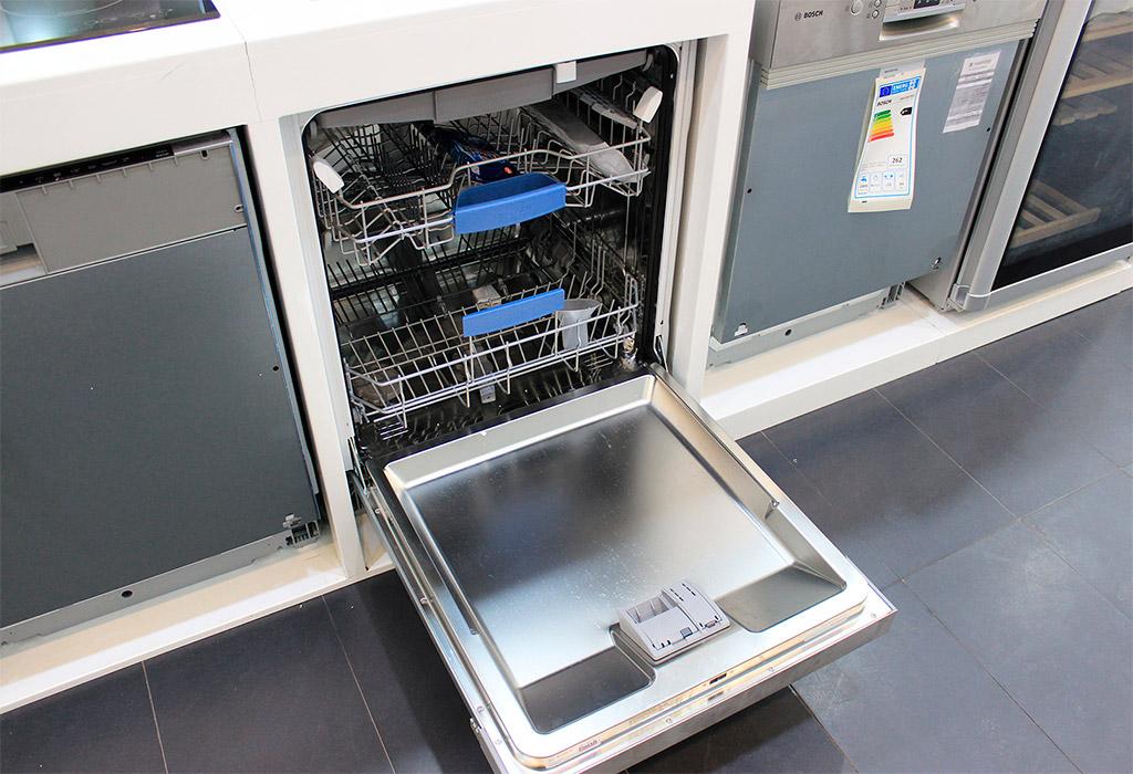 Máy rửa bát Bosch SMS50E82EU