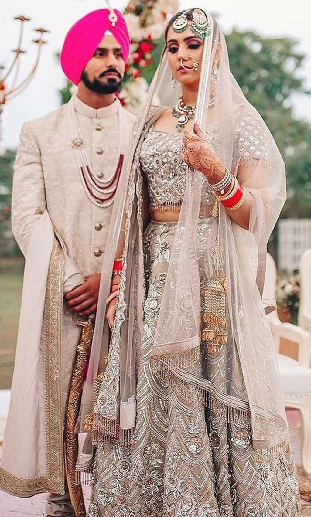 Mới lạ trong váy cưới truyền thống Ấn Độ.