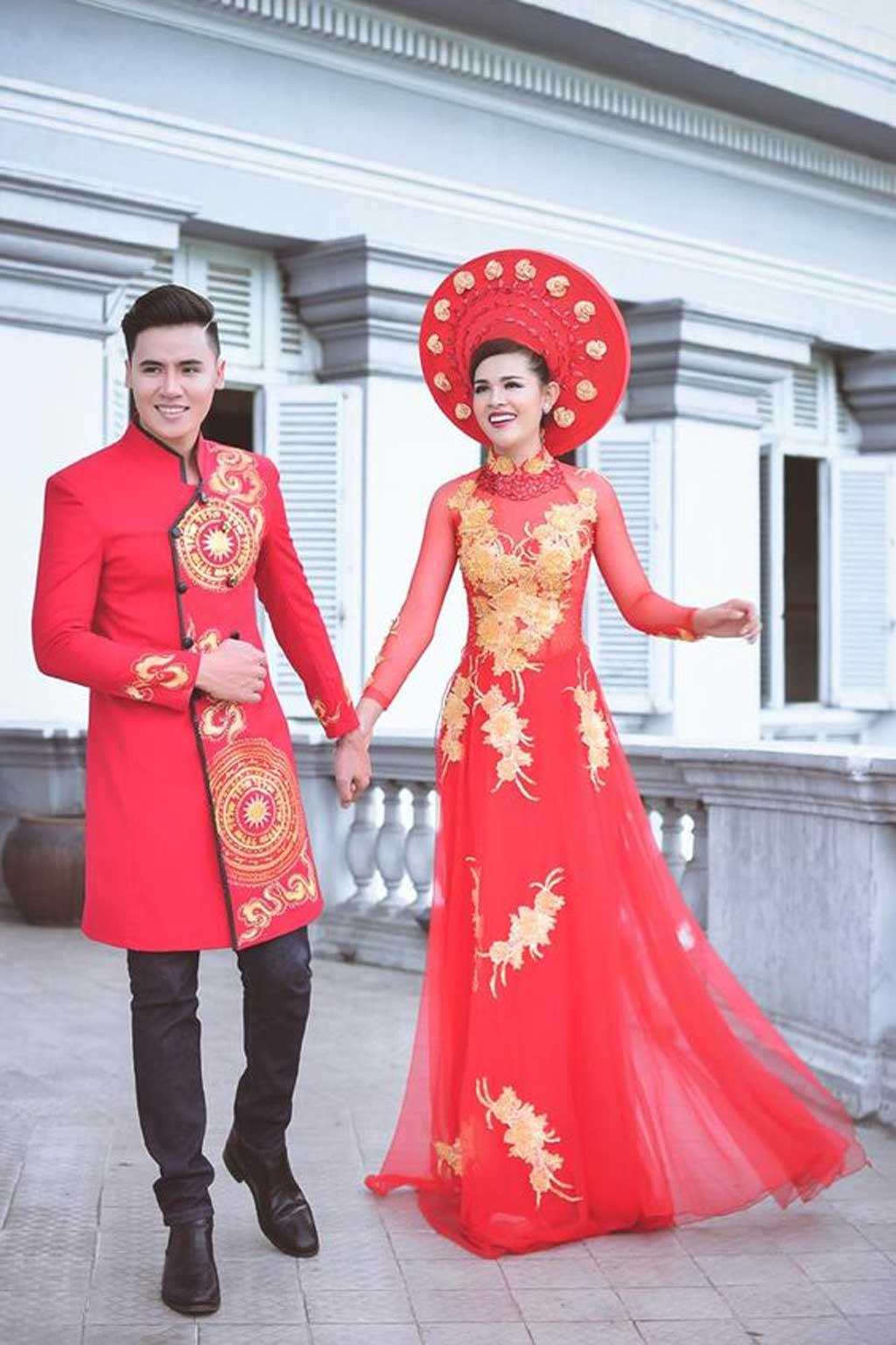 Cô dâu chú rể lộng lẫy trong bộ quốc phục cưới.