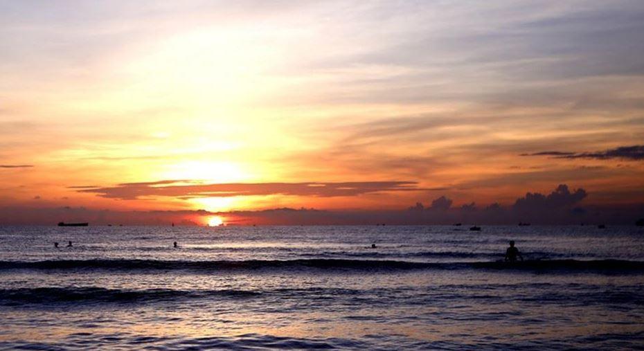 Cùng trải nghiệm bình minh huyền ảo trên bãi biển Cửa Lò.