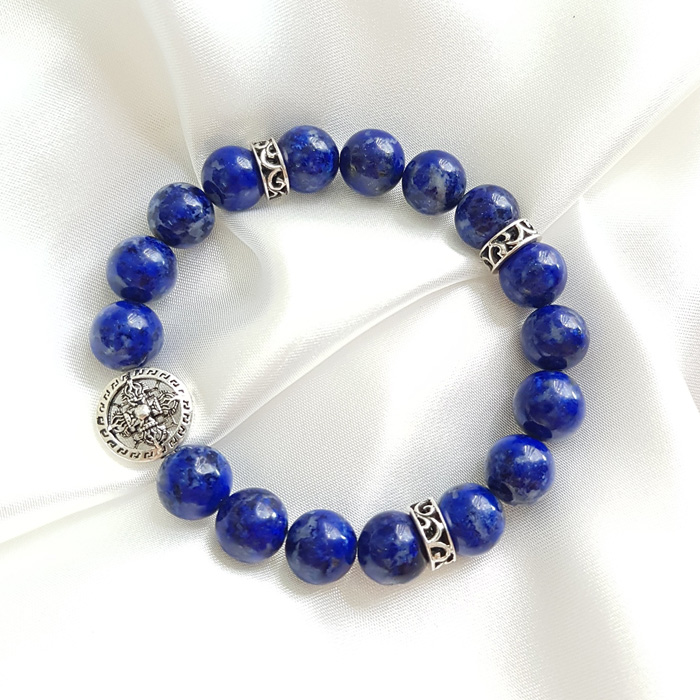 Màu xanh nước biển là màu đặc trưng dành cho người mệnh Thủy