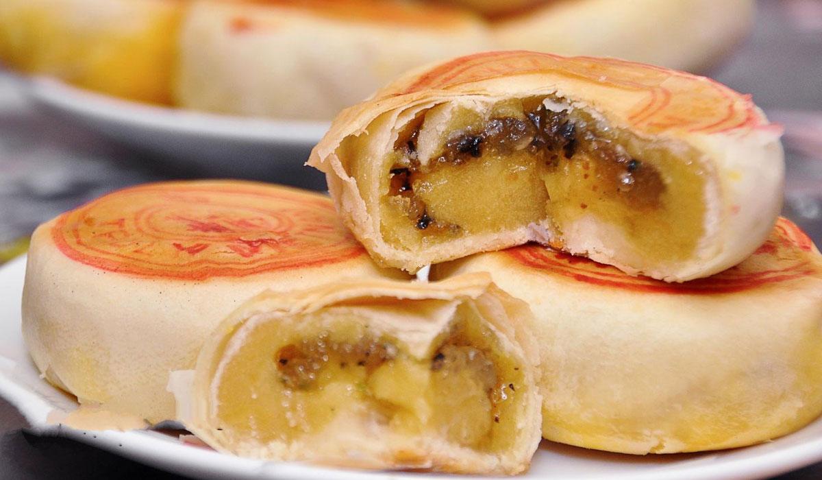 Bánh Pía Sóc Trăng với hương vị thơm ngon giữa trứng và sầu riêng
