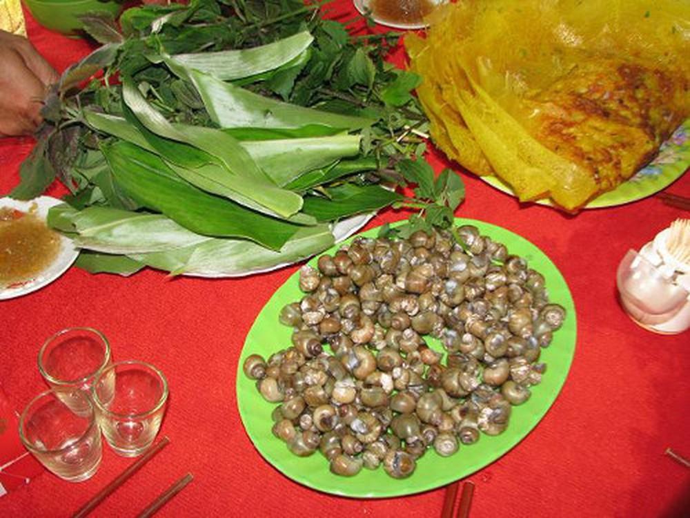 Bánh xèo ốc gạo - đặc sản Bến Tre được nhiều người yêu thích