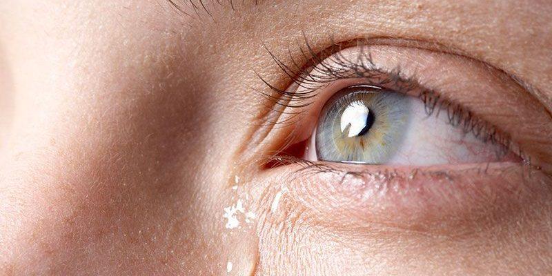 Chảy nước mắt không kiểm soát được