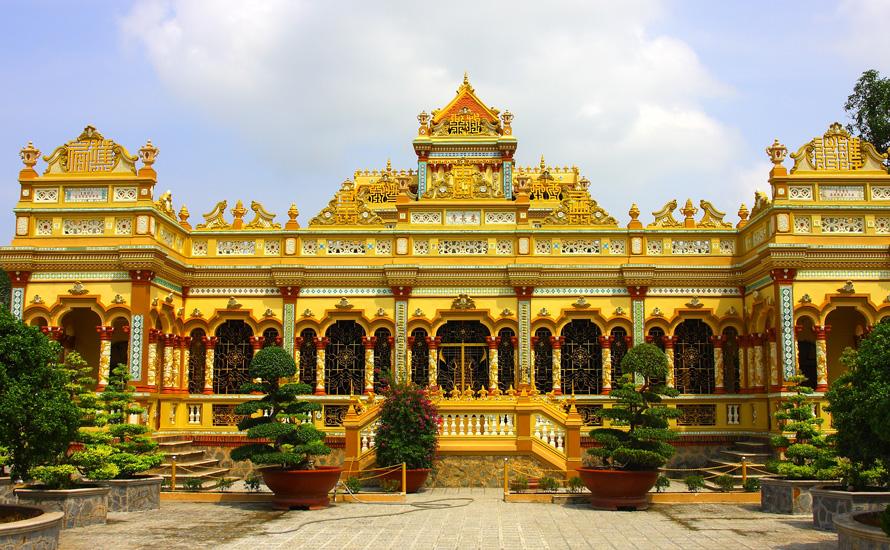 Chùa Vĩnh Tràng Tiền Giang với thiết kế độc đáo, bắt mắt