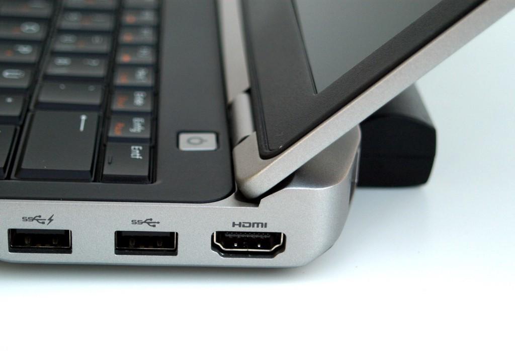 Dell E6330 có khá đầy đủ các cổng kết nối