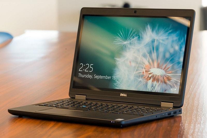 Dell Precision 3520 với cân nặng nhẹ, thiết kế mỏng dễ dàng di chuyển
