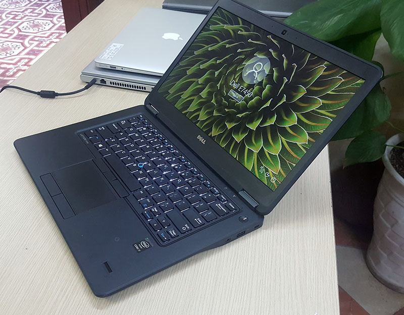 Dell E7450 toát lên sự thanh lịch, đẳng cấp của chiếc laptop mỏng nhẹ