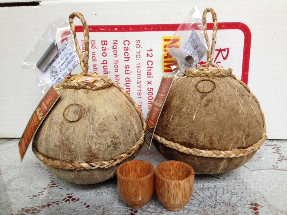 Rượu dừa Bến Tre mang đậm hương vị miền Tây