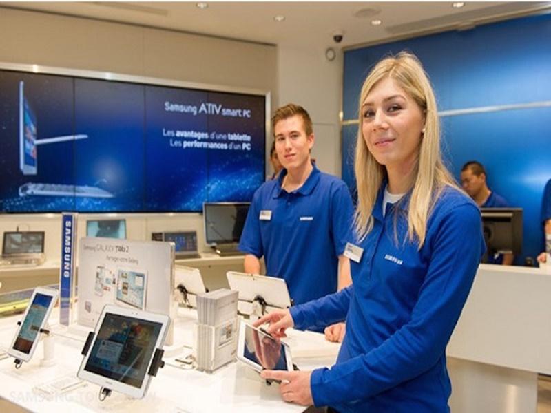 Nhiều cửa hàng điện thoại mở lên đồng nghĩa với việc nhân lực bán điện thoại ngày càng tăng.