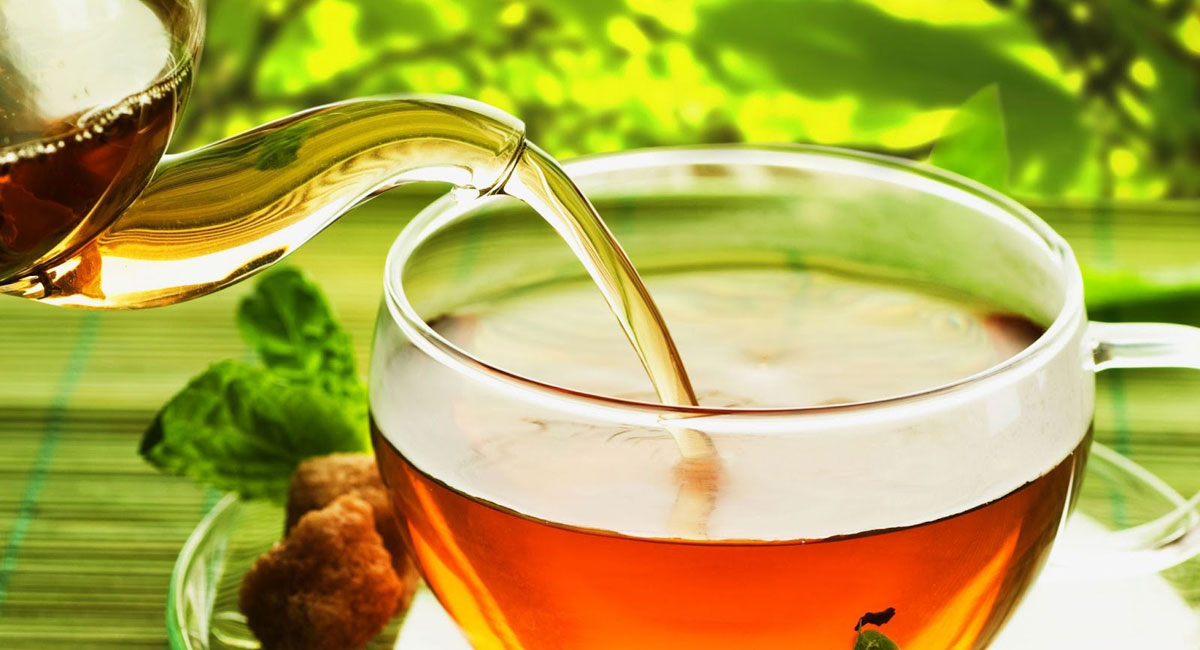 Người Trung Hoa rất thích uống trà. Trong suốt các bữa ăn, để cân bằng lại khẩu vị trước khi chuyển sang món ăn khác, người Trung Hoa luôn uống trà thay vì uống nước trái cây.