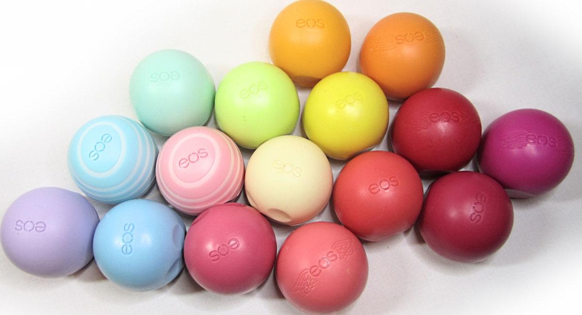 EOS Smooth Sphere Lip Balm là dòng son dưỡng không chỉ chứa các thành phần vô cùng lành tính mà còn có thiết kế hình giống quả trứng bé bé đầy màu sắc vô cùng dễ thương.