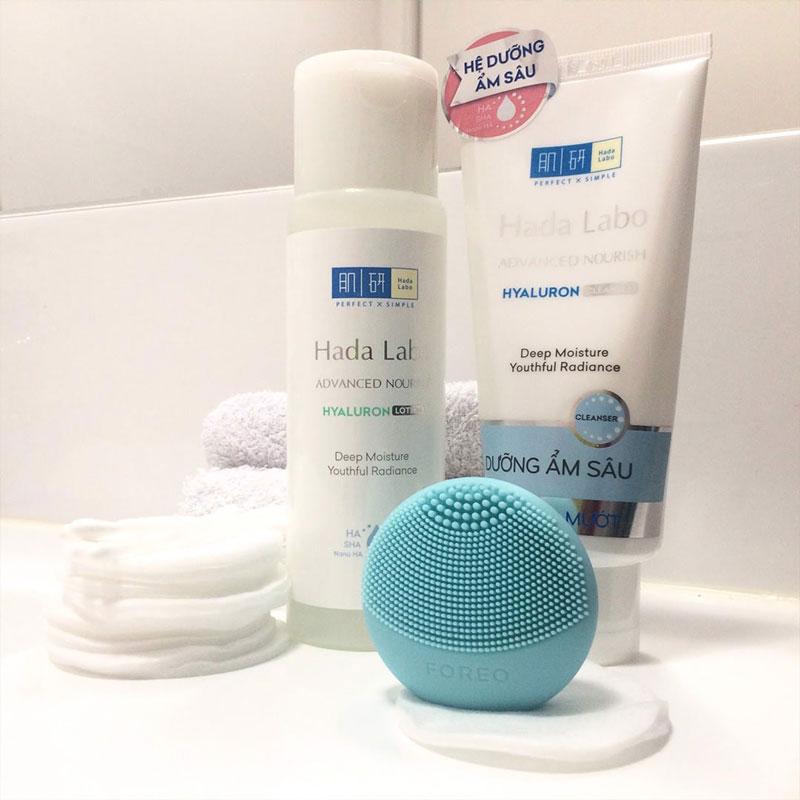 Kem Rửa Mặt Dưỡng Ẩm Hada Labo Advanced Nourish Cream Cleanser sở hữu nhiều công dụng nổi bật với khả năng làm sạch da với lớp bọt mềm mịn, giúp loại bỏ mọi bụi bẩn bã nhờn sâu trong da.