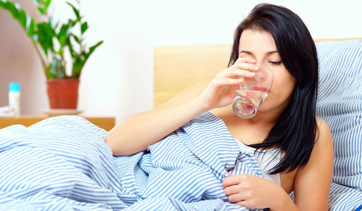 việc trao đổi chất vẫn diễn ra trong cơ thể gây ra tình trạng mất nước. Chính vì vậy bạn cũng cần bổ sung nước cho các hoạt động đó trước lúc đi ngủ.